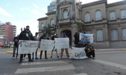 Trabajadores de la uocra se manifestaron frente al palacio municipal