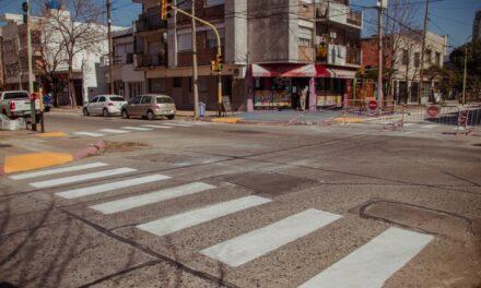 El Municipio pinta sendas peatonales en distintos puntos de la ciudad