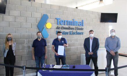 Zarate: Cáffaro firmó el acta compromiso para la habilitación y puesta en marcha de la Terminal de Ómnibus Néstor Kirchner