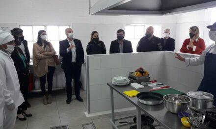 Elisa Abella acompañó de la inauguración de la Cocina-Escuela en la Unidad Penitenciaria 41