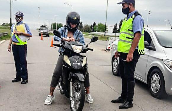 Motos: es obligatorio circular con la patente colocada en un lugar visible