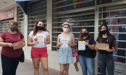 """Lucha contra el cáncer de mama: """"Jóvenes de Campana"""" realizaron una campaña de concientización"""