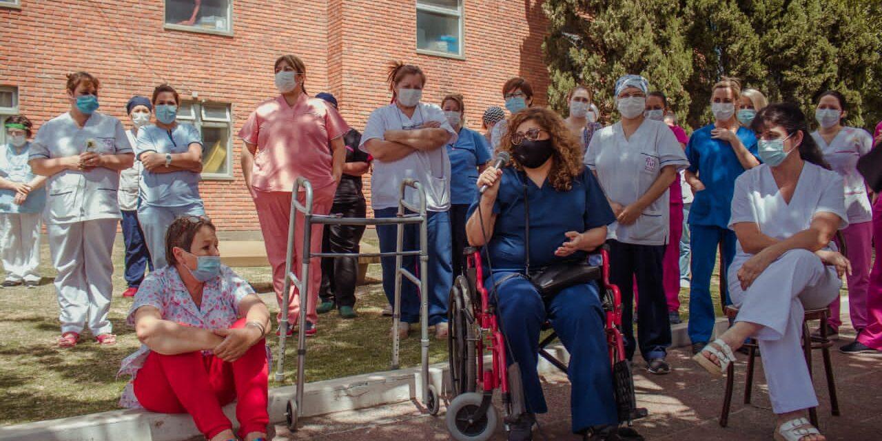 Emotivo y sorpresivo homenaje a las enfermeras del hospital y los CAPS