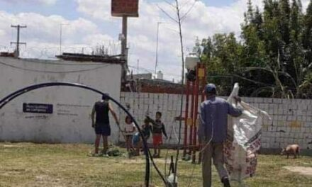Vecinos de B° San Luciano pusieron manos a la obra para arreglar la plaza del barrio
