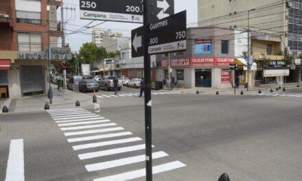 Realizan trabajos de pintura en la señalética horizontal de la avenida Rocca
