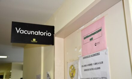 El vacunatorio del hospital y los CAPS permanecerán cerrados este sábado
