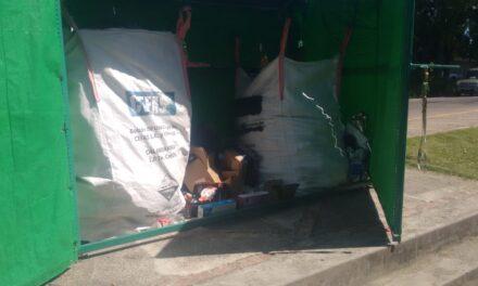 """Se robaron un bolsón del """"Punto Verde"""" de Plaza España y piden a los vecinos mayor compromiso social"""