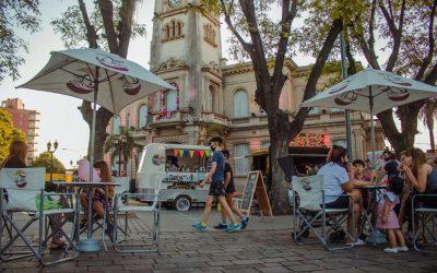 Los food trucks y los artesanos regresan este fin de semana largo a la plaza Eduardo Costa