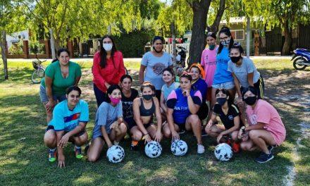 Elisa Abella visitó al equipo femenino del Club Atlético Santa Lucía