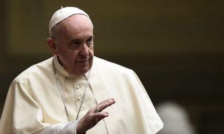 """Uniones homosexuales: El Vaticano no aprobará uniones entre personas del mismo sexo porque Dios """"no puede bendecir el pecado"""""""