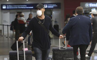 El Gobierno suspende los vuelos procedentes de Brasil, Chile y México