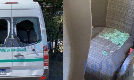 Incendios en el sur: manifestantes atacaron la camioneta que llevaba a Alberto Fernández