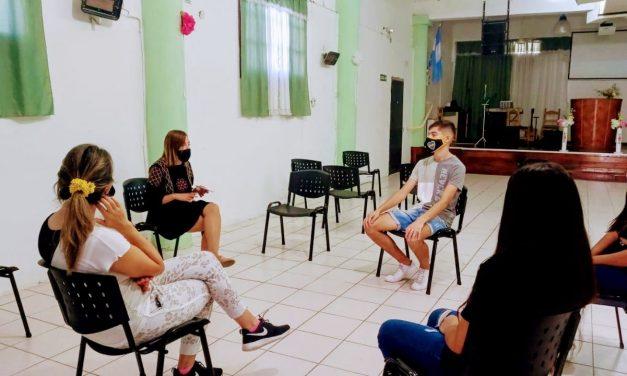 Jóvenes se siguen sumando al programa  de descuentos para artículos de librería