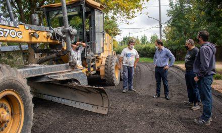 La colocación de asfalto recuperado continuó por Los Pioneros