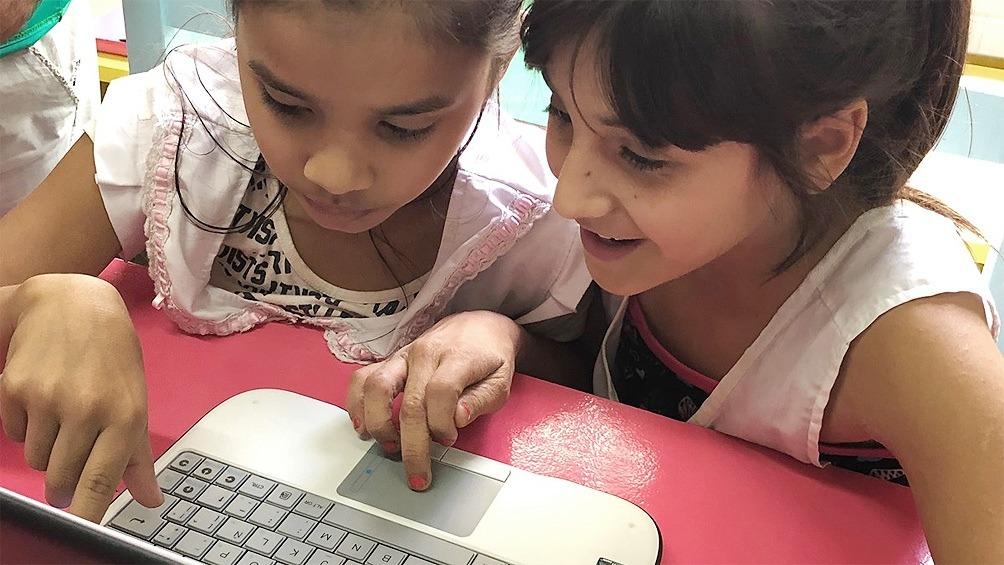 El Gobierno entregará notebooks a chicos y docentes: quiénes las recibirán