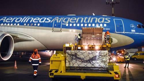 Esta madrugada llega el avión de Rusia: traerá 500 mil dosis