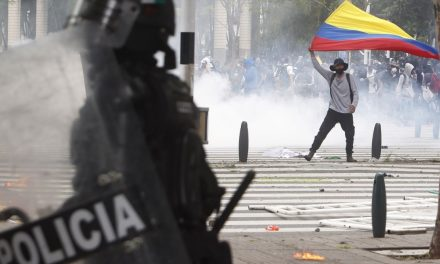 Colombia: una veintena de muertos tras una semana de violentas protestas contra Duque