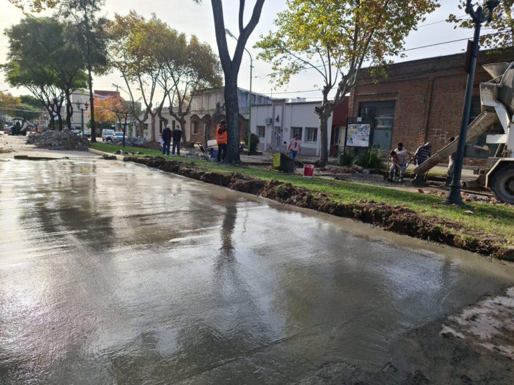 Avanza la reconstrucción del pavimento sobre el boulevard Sarmiento