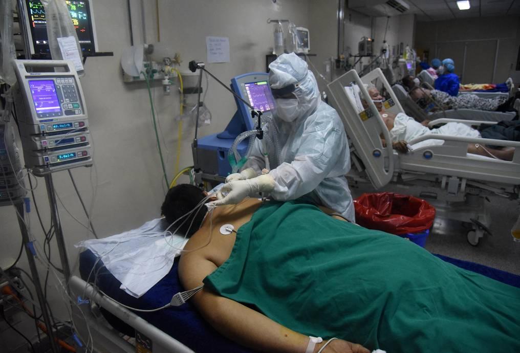 Terapia intensiva por COVID-19: se registró la primera baja considerable de camas ocupadas por pacientes críticos en dos meses