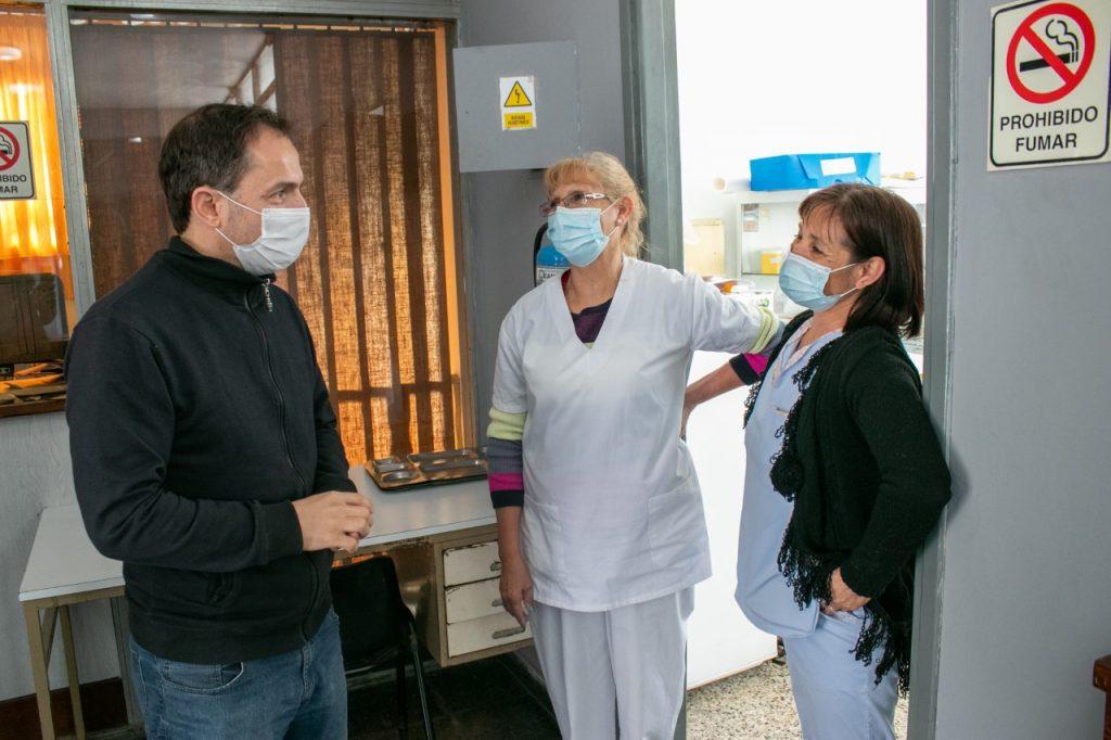 Abella destacó el buen funcionamiento y atención del anexo extrahospitalario