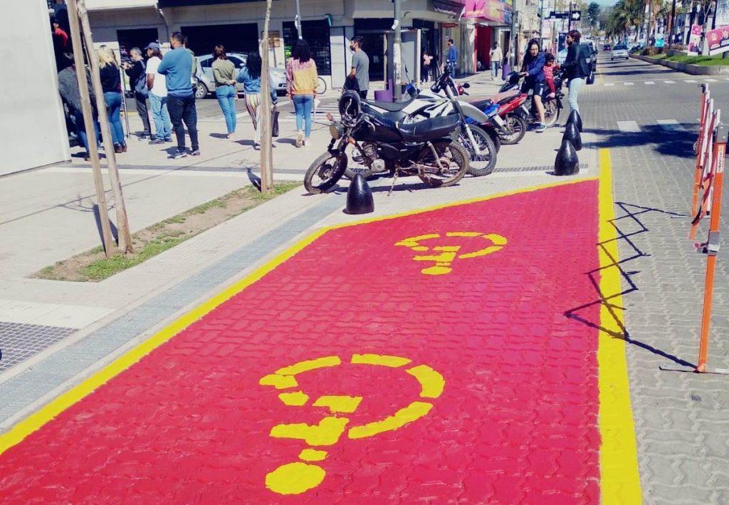 Señalizan sectores de estacionamiento para personas con discapacidad