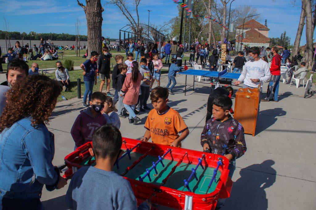 En la nueva Costanera, cientos de jóvenes festejaron el Día del Estudiante y la Primavera